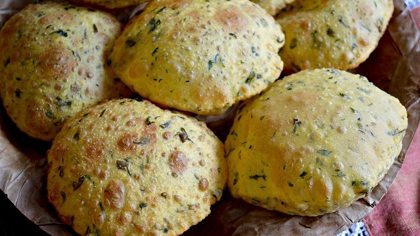 Baked Palak Methi Puris