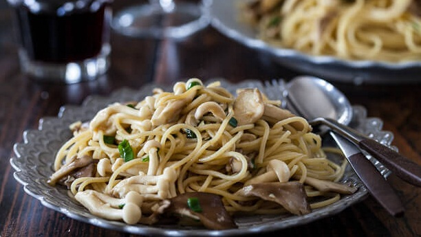 Chinese Garlic Egg Noodles