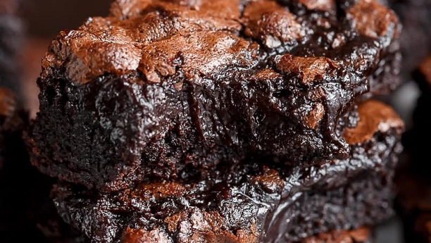 Brownie with Crispy Crust & Fudgy Center