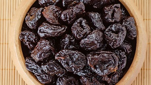 7 Amazing Prunes Benefits