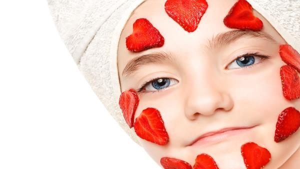 Strawberry Face Pack For Skin Whitening