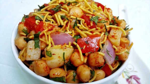 Aloo Chana Chaat Recipe | Aloo Chole