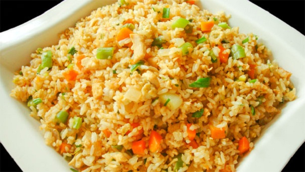 CHICKEN FRIED RICE WITH MACRONIES