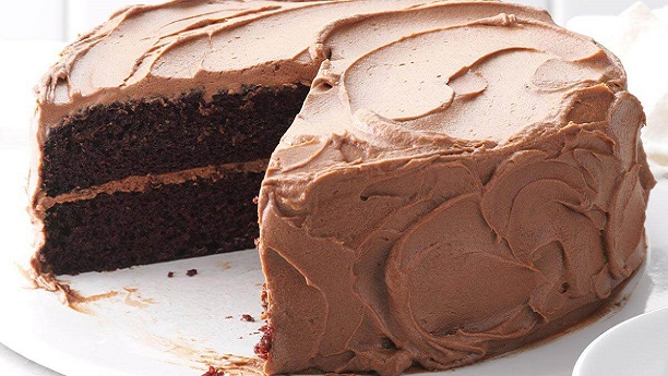 چاکلیٹ کیک آئسنگ کے ساتھ
