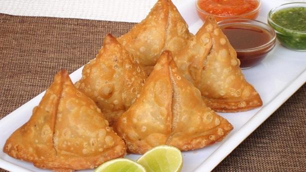 Crispy Aloo Samosa Recipe