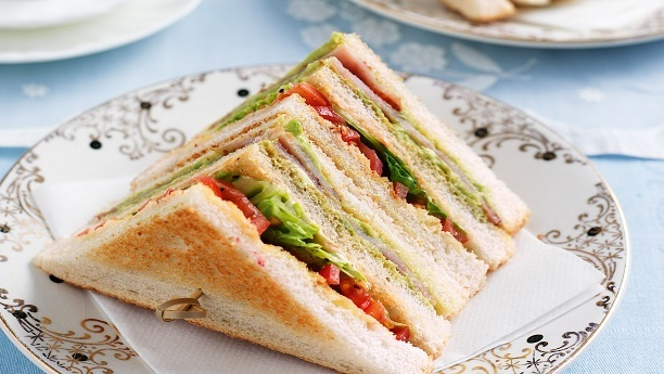 ڈان بریڈ کلب سینڈوچز<br/>Dawn Bread Club Sandwiches