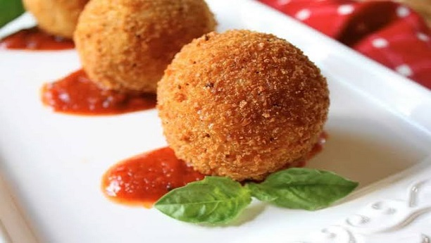Fried rice ball stuffed with cheese
