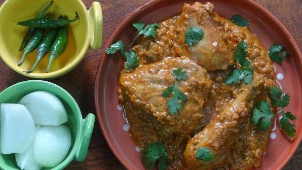 گلاوٹ والی مرغی