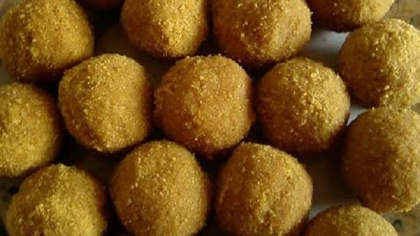 Indonesian Ladoos with Sweet Daal Moong Stuffed
