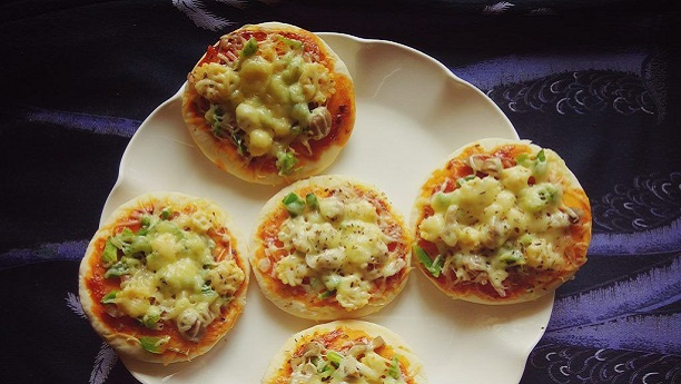 Mini Veggie Pizzas