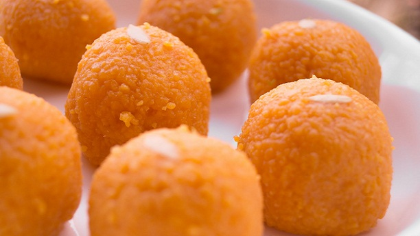 Moti Choor Kay Ladoo Recipe