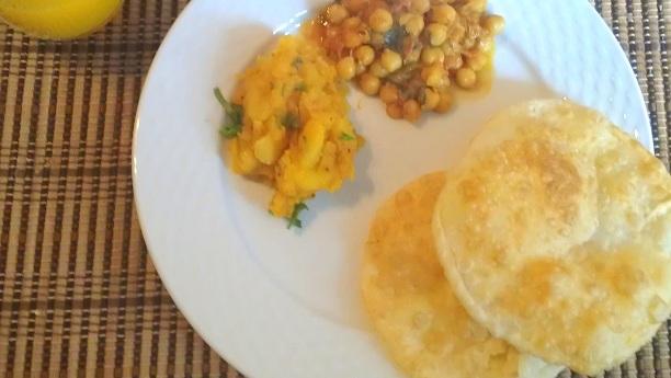 Pooriyaan Chole Aaloo Ki Sabzi Recipe