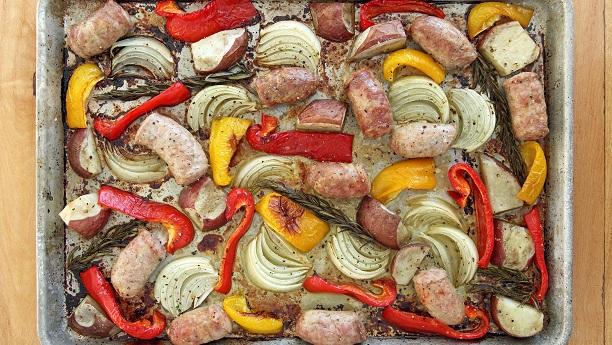 روسٹڈ آلو شملہ مرچ اور پیا زکے ساتھ