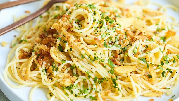 Spaghetti With Garlic, Chilies, Lemon And Crispy Bread Crumbs