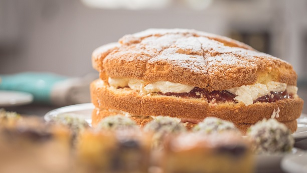 Sponge Cake with Rhubarb Cream Recipe