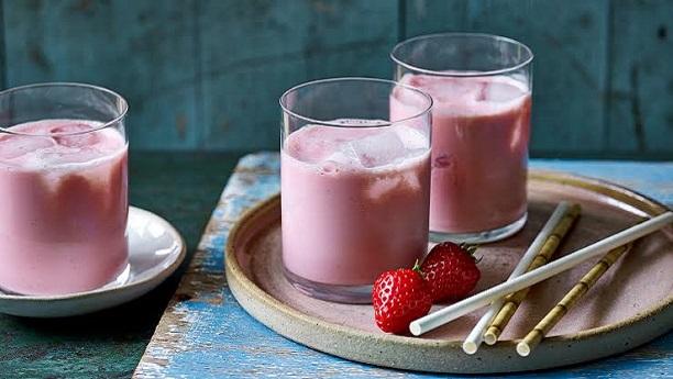 اسٹرابیری لسی<br/>Strawberry Lassi