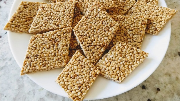 Tal Sankli (Sesame Seeds with Jaggery)