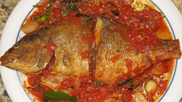 ٹماٹر ساس والی مچھلی