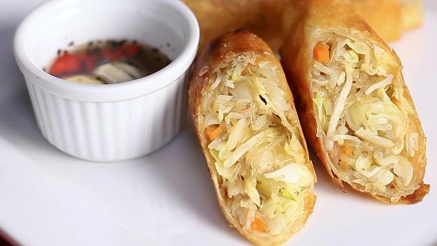 ویجی ٹیبل اینڈ نوڈلز رولز<br/>Vegetable And Noodles Rolls