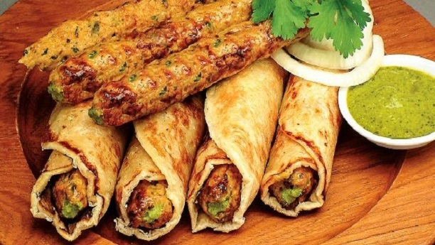 CHICKEN SEEKH ROLL