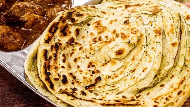 Creamy Chicken with Lachedar paratha