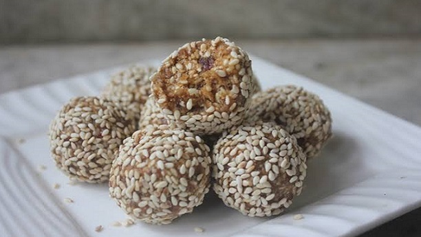 Dates With Sesame Seeds
