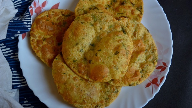Fried Puffed Bread with Mint