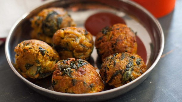 potato and Fenugreek leaves pakora