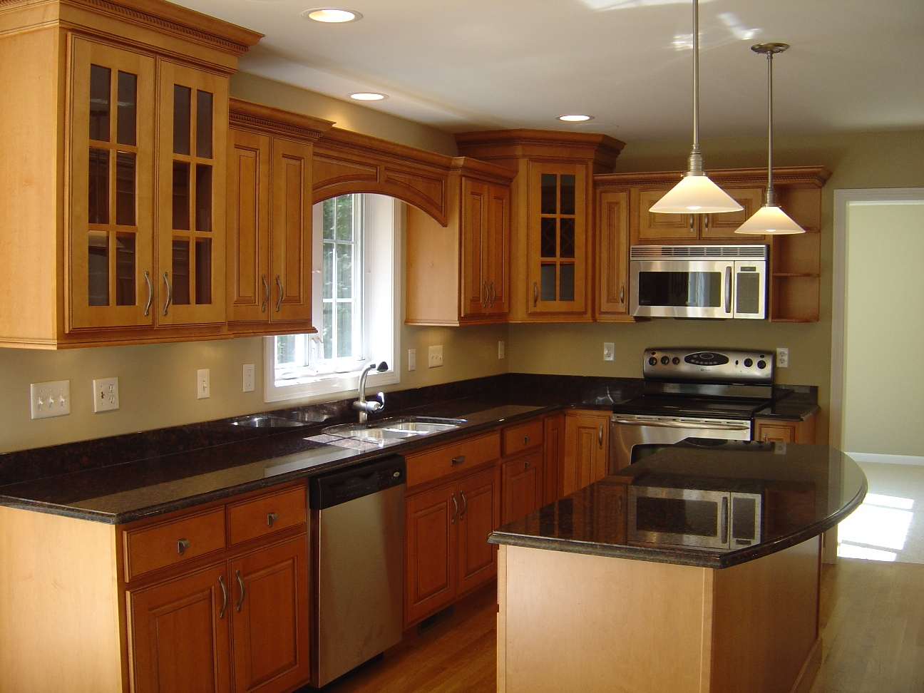 Kitchen designs photos find kitchen designs for Small kitchen design ideas gallery
