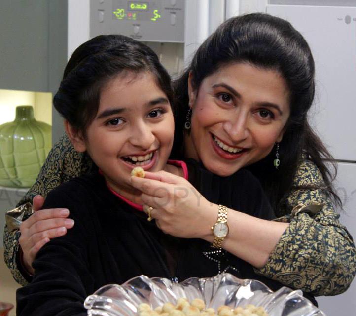 Chef Zarnak Sidhwa And Aish Khan Chef Image Kfoods Com